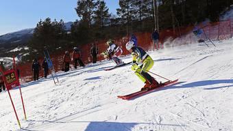 Der Schwede Mattias Hargin (vorne) beim Duell mit dem Schweizer Ramon Zenhäusern im Team-Wettkampf beim Weltcup-Finale in Are