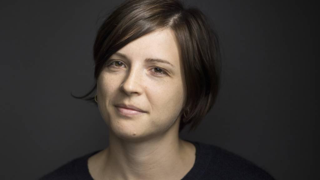 Die Autorin Dorothee Elmiger kann sich am Dienstag gleich doppelt freuen: Mit ihrem neuen Werk «Aus der Zuckerfabrik» schaffte sie es auf die Shortlist für den Schweizer Buchpreis und in die Endrunde für den Deutschen Buchpreis. (Archivbild)