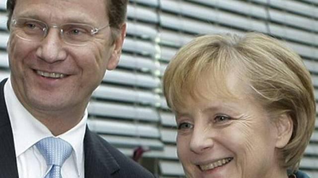 Westerwelle (l.) und Merkel verhandlen Koalitionsvertrag (Archiv)