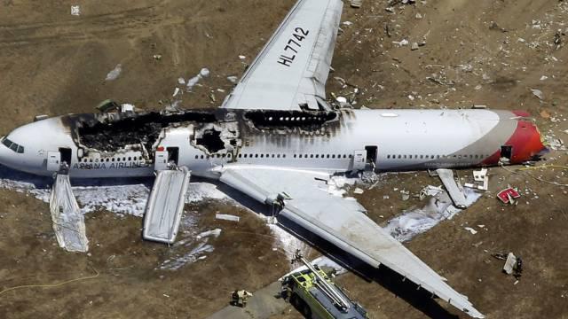 Ein Bild des beschädigten Flugzeugs nach der Bruchlandung (Archiv)