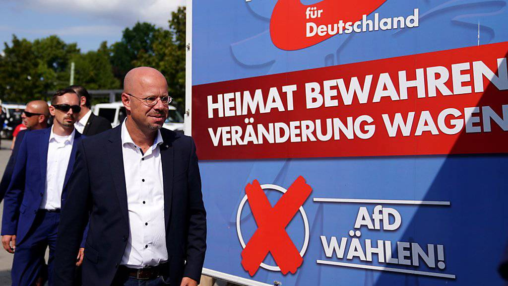 Die AfD legt laut einer regelmässigen Umfrage weiterhin in der ostdeutschen Wählergunst zu. (Symbolbild)