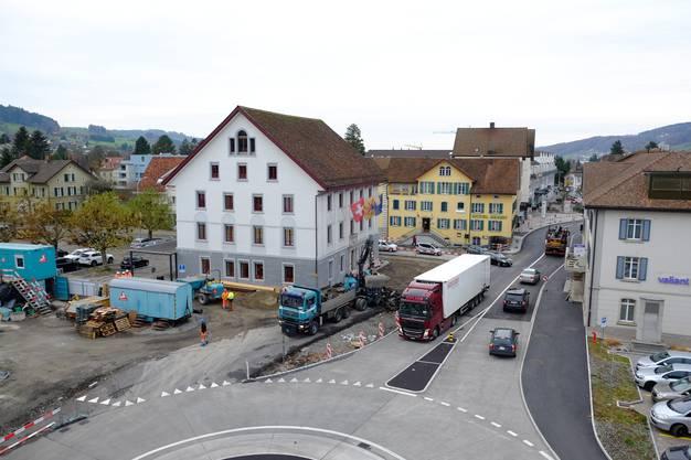 Bald fertig: Im Juni wird im Reinacher Zentrum noch der Deckbelag eingebaut.