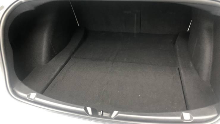Grosser Kofferraum mit eher knapper Ladeluke.