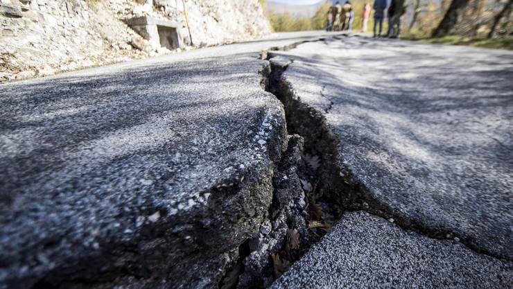 Das erneute Erdbeben vom Sonntagmorgen wurde von der US-Erdbebenwarte USGS mit einer Stärke von 7,1 angegeben.