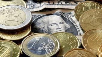 Der Euro konnte sich gegenüber dem Dollar etwas erholen (Symbolbild)