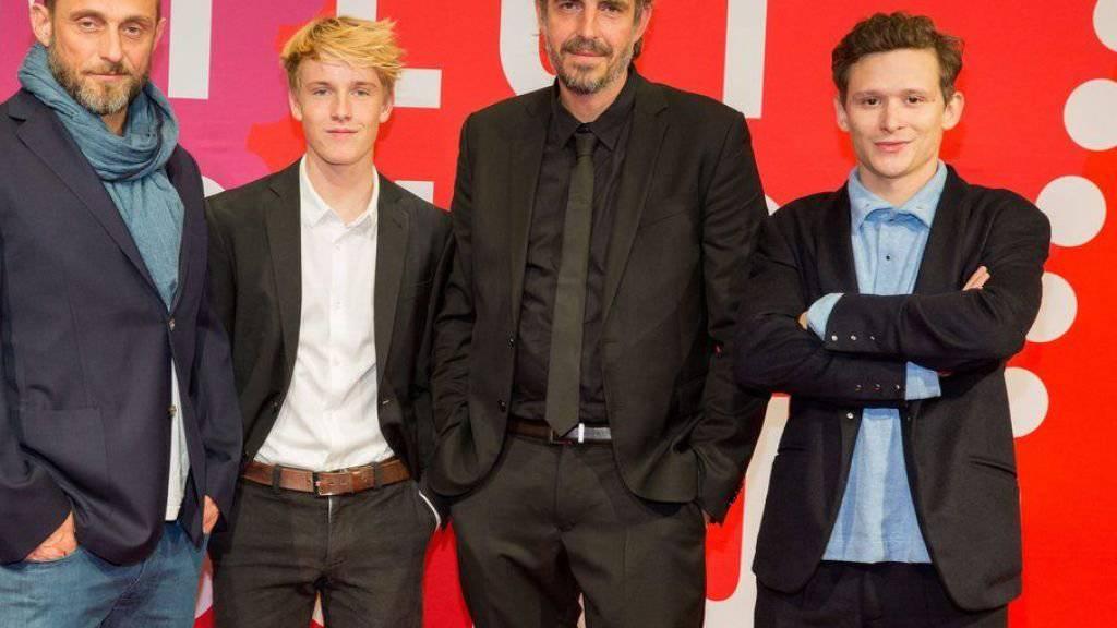 """Louis Hofmann (2.v.l.) ist der deutsche Shooting Star 2017. Sein Schweizer Kollege Joel Basman (r) aus """"Under the Sands"""" widerfuhr diese Ehre schon 2008. Dieses Jahr fand die European Film Promotion (EFP) keine/n Schweizer/in des Titels für würdig. (Archivbild)"""