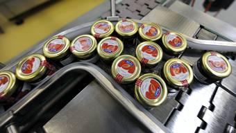 Hero produziert Lebensmittel in der Fabrik in Lenzburg.