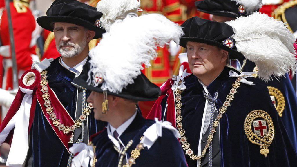 Der spanische König Felipe (l.) und der niederländische König Willem-Alexander am Montag nach der Aufnahme in den Hosenbandorden durch die Queen.
