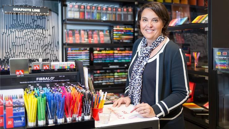 Sie steht seit 2012 an der Spitze von Caran d'Ache: Carole Hübscher. Zuvor leitete ihr Vater, Jacques Hübscher, das Familienunternehmen.