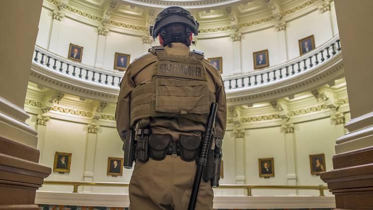 Das FBI warnt vor erneuter Gewalt rund um die Vereidigung von Biden. . (Symbolbild)