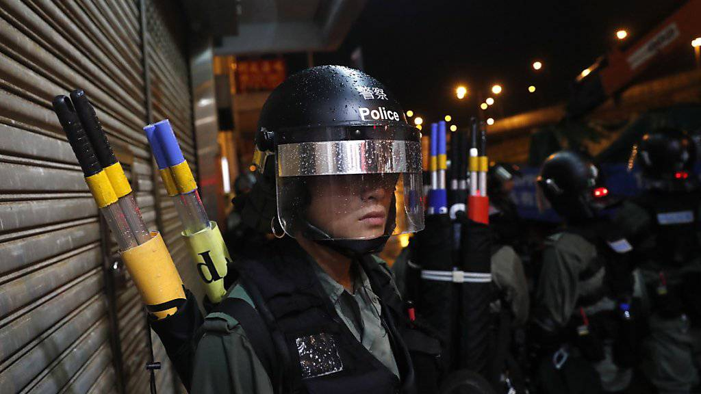 Die Einsatzkräfte standen bereit: Die Proteste vom Wochenende in Hongkong verliefen jedoch vorerst friedlich.