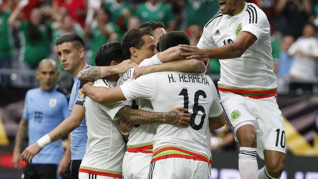Die mexikanischen Spieler jubeln über das entscheidende 3:1