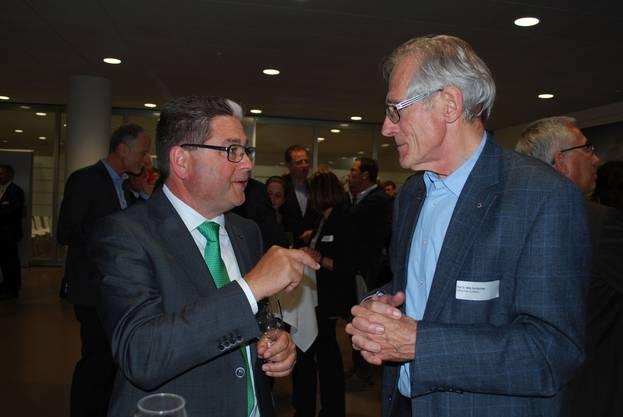 Spannendes Gespräch: Grossrat Erwin Baumgartner (l) und Willy Schlachter (ehem. Präsident vom Forschungsfonds Aargau).