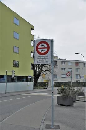 Fahrverbotstafel bei der Herzogstrasse, Aarau.