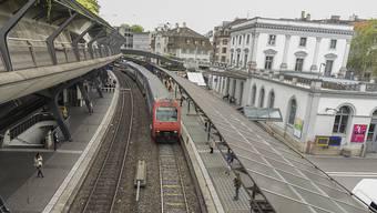 Am Bahnhof Stadelhofen hat die Stadtpolizei Zürich zwei mutmassliche Räuber festgenommen.
