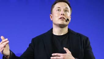 """Ursprünglich sei Radar zu """"Autopilot"""" nur als Zusatz zur Erkennung der Umgebung per Kameras hinzugefügt worden, schrieb Tesla-Chef Elon Musk (Bild). Inzwischen glaube Tesla, dass der Radar der zentrale Sensor des Systems sein könne. (Archivbild)"""