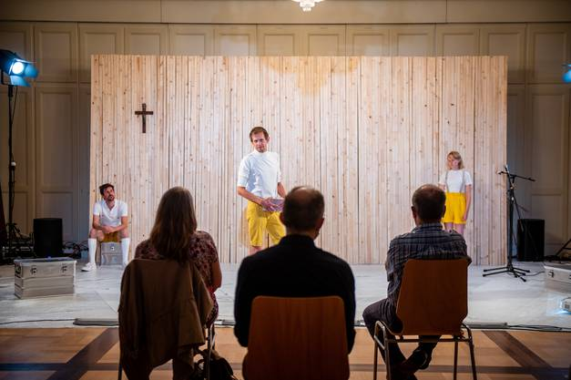 Die Theatercompany Texte und Töne gastierte mit dem Stück «Ver-Ding» im Bachtelen.