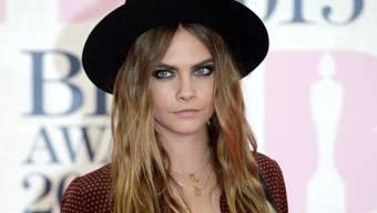 """""""Wie ein männlicher Teenager"""": Topmodel Cara Delevingne wird in den Sozialen Medien immer wieder massiv beleidigt. (Archivbild)"""