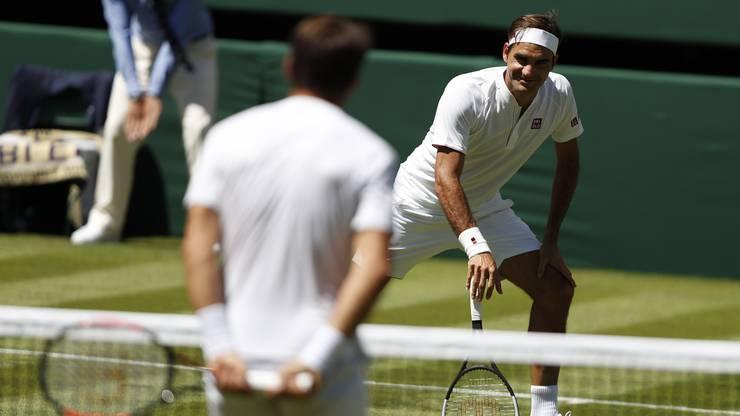 Roger Federer gewinnt sein Auftaktspiel in Wimbeldon gegen Dusan Lajovic aus Serbien.