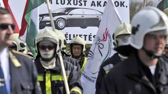 In Ungarn machen Angestellte des öffentlichen Dienstes ihrem Ärger Luft