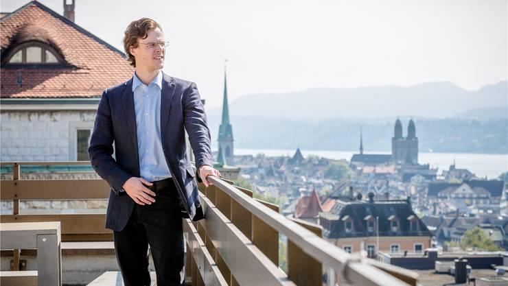 Er will am 18. Oktober einen der beiden Zürcher Ständeratssitze gewählt werden: Der grüne Nationalrat Bastien Girod auf dem Dach des ETH-Nebengebäudes.