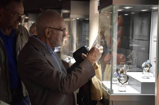 Vor und nach der Generalversammlung haben die Aktionäre die Gelegenheit, diverse Uhren der Marken der Swatch Group zu betrachten und die neusten Swatch zu kaufen zu einem vergünstigten Preis.