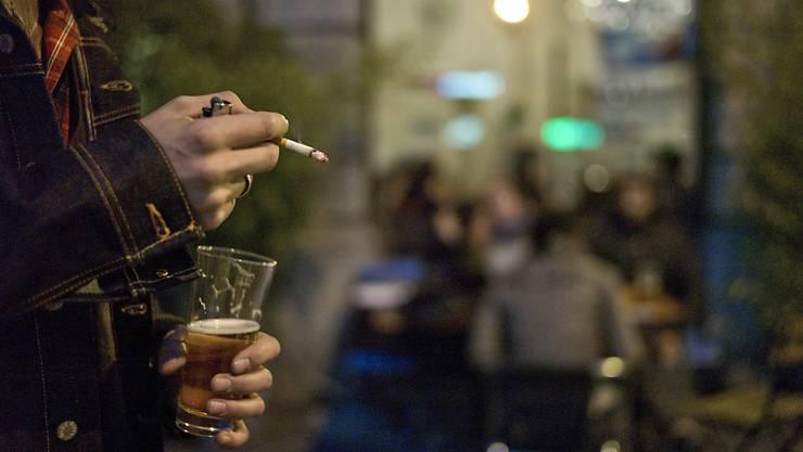 Kinder und Jugendliche sollen nicht mit Zigarettenwerbung konfrontiert werden. Das fordert eine neue Volksinitiative. (Archivbild)