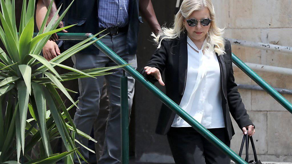 Sara Netanyahu, Ehefrau des israelischen Ministerpräsidenten Benjamin Netanyahu beim Verlassen des Gerichts in Jerusalem.EPA/ABIR SULTAN