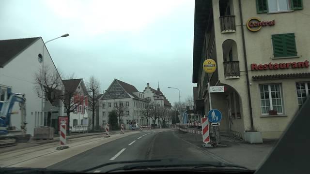 Hindernisparcours: eine Fahrt auf der Suhrer Tramstrasse