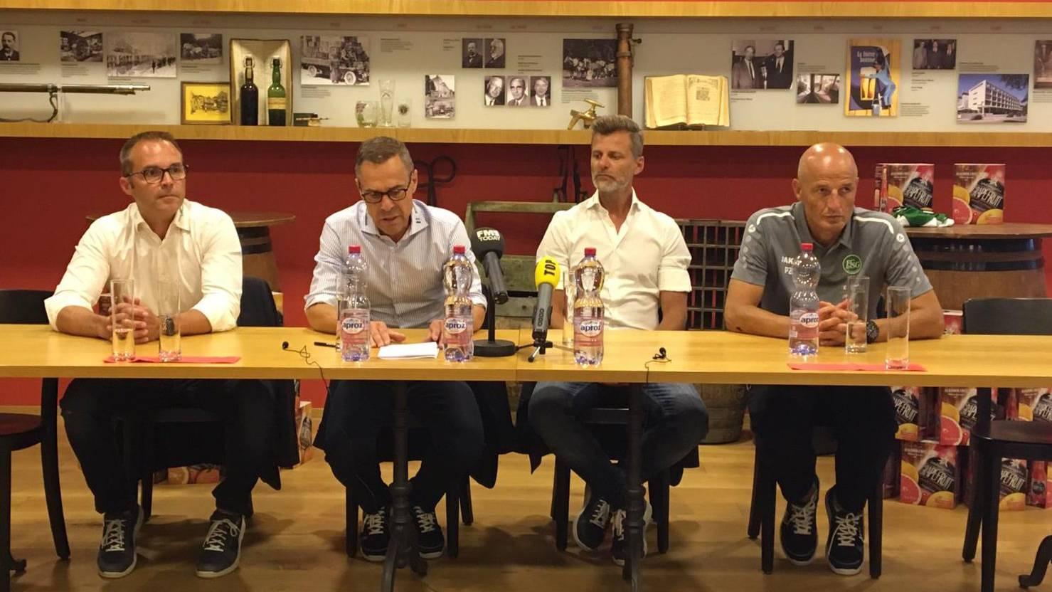 Mediensprecher Daniel Last, Präsident Matthias Hüppi, Sportchef Alain Sutter und Trainer Peter Zeidler.