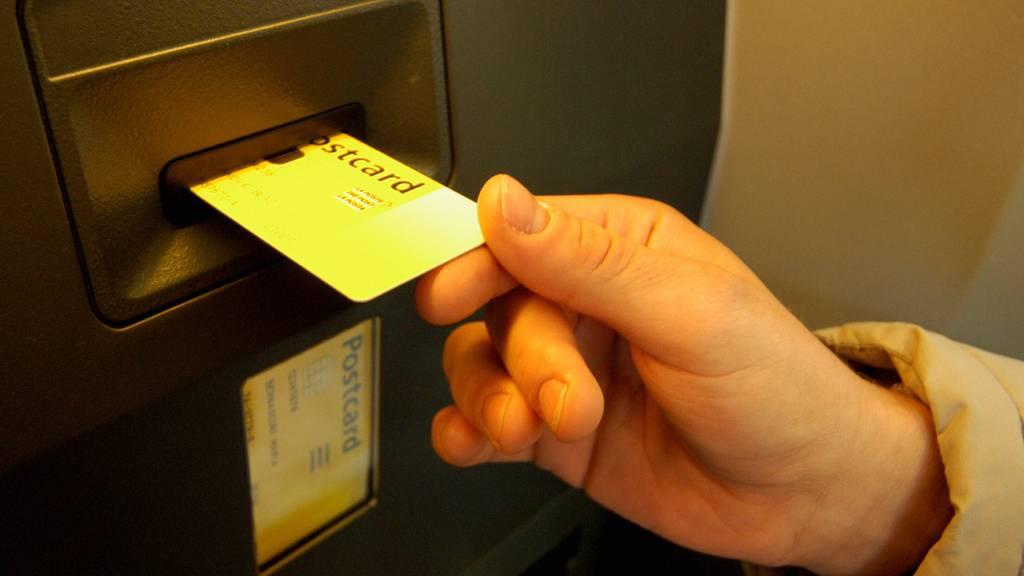 Unterschriftensammlung für Mikrosteuer auf bargeldloses Zahlen beginnt