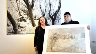 Irene Aregger und Fritz Guggisberg präsentieren derzeit ihre Werke im Kantonsspital.