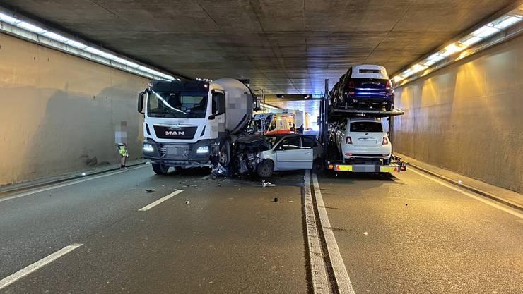 Ein Unfall mit drei beteiligten Fahrzeugen führte zu einer Sperrung des Umfahrungstunnels in Brugg.