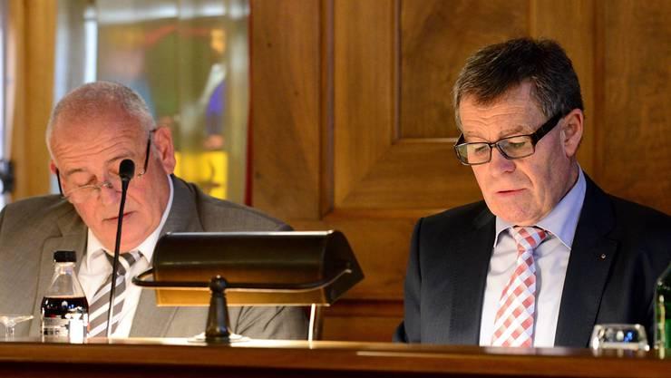 SVP-Regierungsrat Ernst Stocker (rechts), seit Frühling dieses Jahres Finanzdirektor, hat sein erstes Budget im Kantonsrat durchgebracht.Marc Dahinden