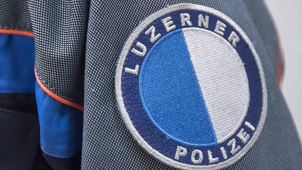 Die Luzerner Polizei sucht einen unbekannten Autofahrer, der sich einer Kontrolle entzogen hat. (Symbolbild)