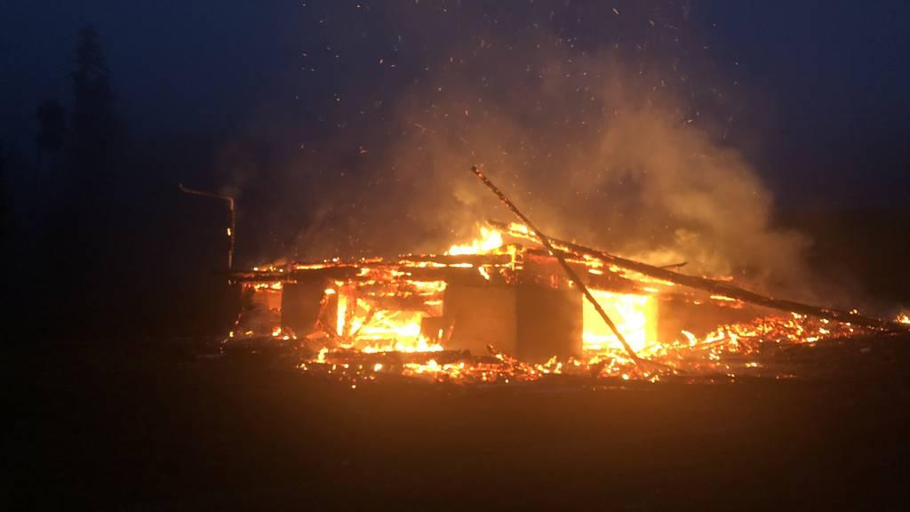 Eine Scheune in Hundwil hat Feuer gefangen. Die Polizei geht von Brandstiftung aus.