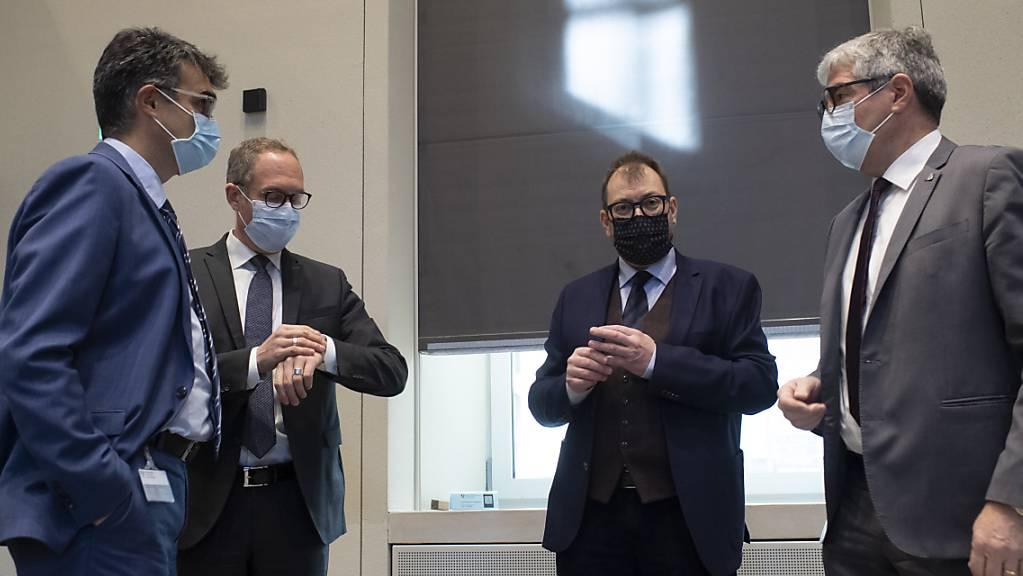 Digitalisierung und Innovation, Green Deal und Förderung der Vielfalt lauten die Kernpunkte der Bündner Regierung bis 2024. Im Bild von links Marcus Caduff (CVP), Christian Rathgeb (FDP), Peter Peyer (SP) und Jon Domenic Parolini (BDP). Es fehlt auf dem Bild Regierungsrat Mario Cavigelli (CVP).