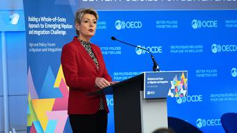 Bundesrätin Karin Keller-Sutter spricht an der zweitägigen Ministerkonferenz der OECD in Paris zum Thema Migration und Integration.