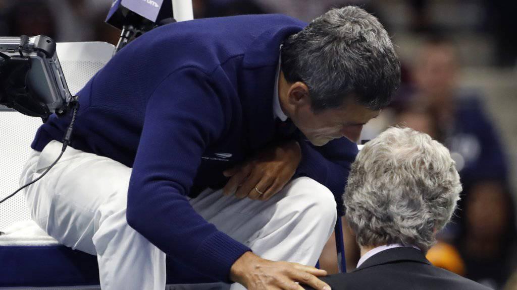 Tennis-Schiedsrichter Carlos Ramos (auf dem Stuhl) äusserte sich in seiner portugiesischen Heimat zum US-Open-Final der Frauen
