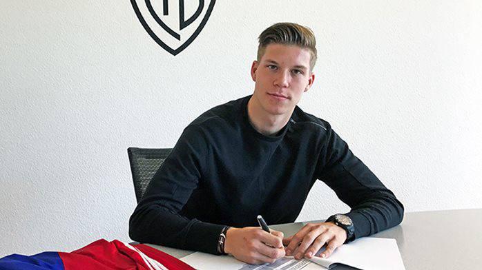 Cedric Itten unterschreibt beim FCB einen Vertrag bis Mitte 2019.