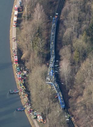 Beim Zugscrash kamen mindestens neun Menschen ums Leben.