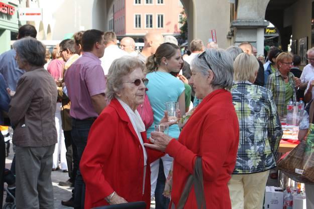An der Eröffnungsfeier trafen viele auf Freunde und Bekannte