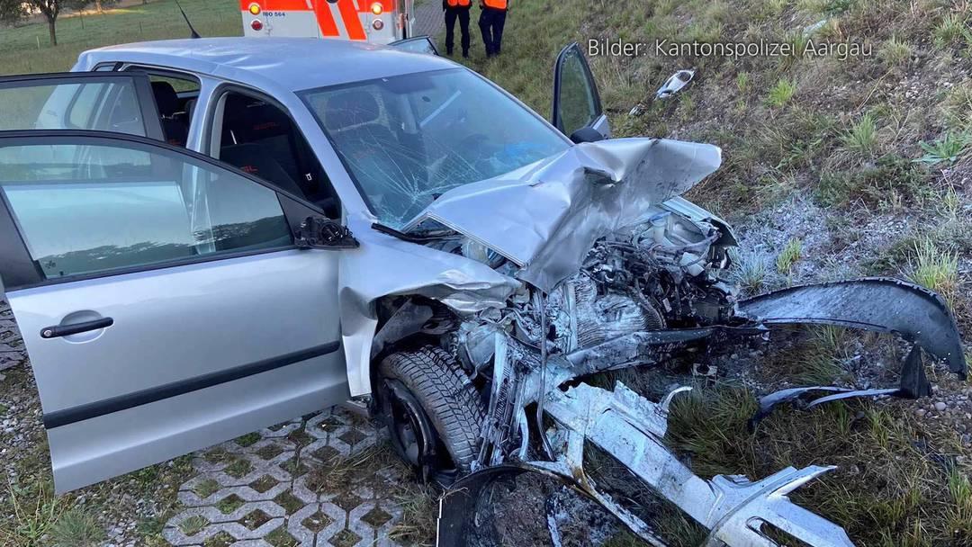 Zufikon (AG): Frontalkollision fordert eine Schwerverletzte