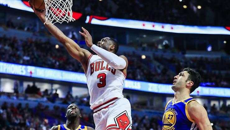 Dwyane Wade punktet beim Heimsieg der Chicago Bulls gegen die Golden State Warriors
