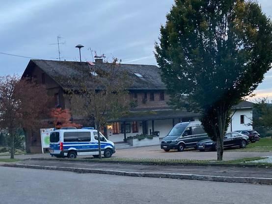 Polizeiaufgebot in Ibach im Schwarzwald: Der Schutz gilt mutmasslich dem russischen Oppositionellen Nawalny.
