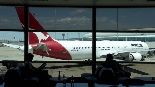 Eine Qantas-Maschine am Flughafen Brisbane