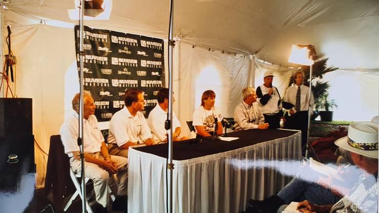 Legendär: Tony Steiner (ganz links) an einer Pressekonferenz mit Jimmy Connors (sitzend zweiter von rechts)