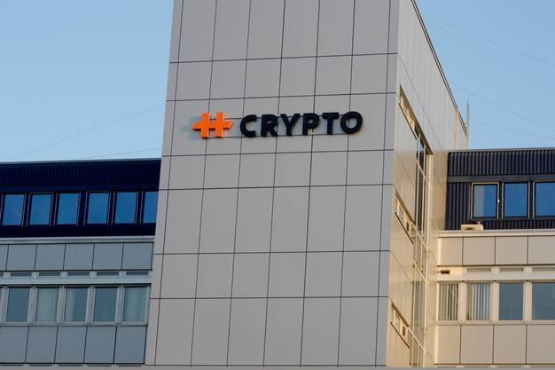 Das Logo des Chiffriergeräte-Herstellers Crypto am Hauptsitz in Steinhausen im Kanton Zug.