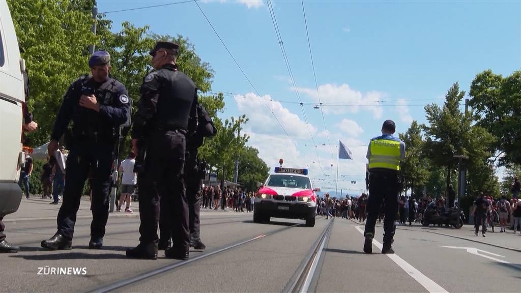 Polizei erntet für passives Verhalten bei Demos erneut Kritik