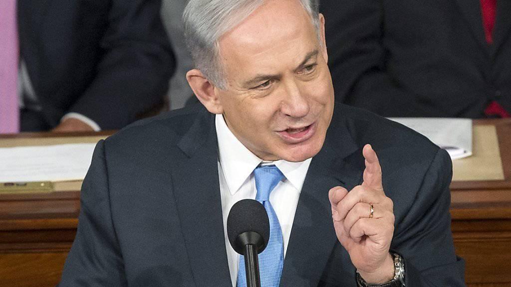 Israels Ministerpräsident Benjamin Netanjahu erhebt den Zeigefinger in Richtung Palästinensern und spricht von einem erbitterten Kampf «bis zum Tod». (Archiv)